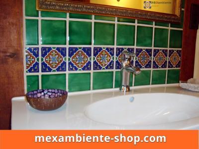 <p>Badezimmer in Grün + Dekorfliese OC 158 &#8211; 11&#215;11 cm Premium von Mexambiente</p>