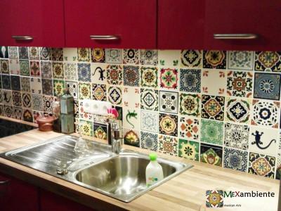 <p>Schoner Fliesenspiegel in der Küche mit Patchwork-Mustern. Kücherückwand mit unseren Premium- mexikanischen Fliesen 11&#215;11 cm aus Keramik</p>