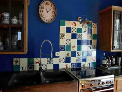 <p>Einzigartige handbemalte Küchenfliesen – Premium mexikanische Fliesen 11×11 cm für den Fliesenspiegel</p>