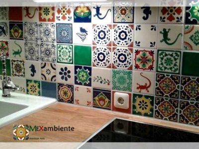 <p>Freundlicher Fliesenspiegel für die Küche mit Mexambiente Fliesen 11&#215;11. Originelle Wandfliesen aus Mexiko in Premium Qualität. Fliesenspiegel erstellt mithilfe unseres Fliesenplaners</p>