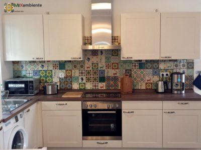 <p>Küche mit Mexiko Fliesen von Mexambiente in kölpinsee-ferienhaus.de</p>