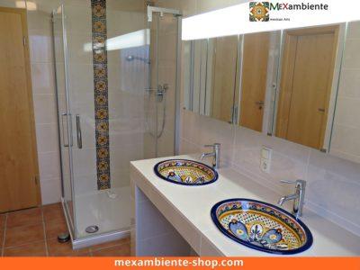 <p>Doppelwaschtisch mit ovalen mexikanischen Waschbecken Modell MAYA von Mexambiente in Kombination mit Dekorfliesen 15×15 für den Duschenbereich</p>
