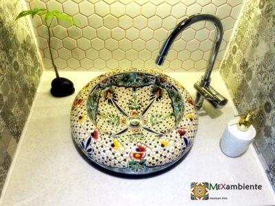 <p>Mexikanisches Talavera Waschbecken BELLEZA &#8211;perfekt für das Gäste WC &#8211; Ein klassiker bei Mexambiente</p>