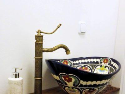 <p>Designer-Waschbecken Natura aus Mexiko von Mexambiente in Form Oval, 100% handbemalt in Talavera-stil</p>