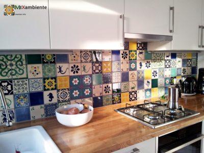 <p>Traumhafte Küche mit Designfliesen aus Mexiko.Diesen wunderschönen und individuellem Fliesenspiegel hat unsere Kundin mithilfe unseres Mexambiente Online Fliesenplaners erstellt. Wandfliesen 11&#215;11</p>