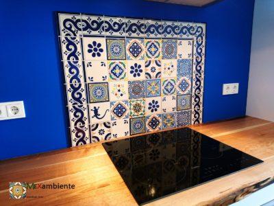 <p>Küche Patchwork- Fliesenspiegel mit Bordüre aus Premium mexikanischen Fliesen von Mexambiente in 11×11</p> <p>Diese Kombination wurde mithilfe unseres Fliesenplaners erstellt.</p>