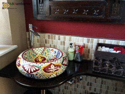 <p><strong>Design-Waschbecken Alegria aus Mexiko.</strong></p> <p>Die ungewöhnliche, bauchige Form in Kombination mit der liebevollen Farbgestaltung machen das ALEGRIADonna Aufsatzwaschbecken aus Mexiko zu einem Waschbecken der besonderen Art.</p>