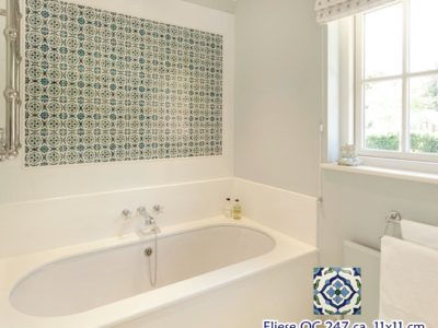 <p>Wunderschönes Bad mit Dekorfliesen aus Mexiko im Format ca. 11×11 cm OC 247 Premium handbemalt</p>
