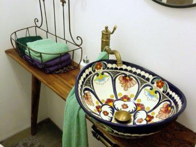 <p>Schönes Waschbecken mit Flair aus Mexiko. Hier das Modell <strong>Natura</strong> von Mexambiente</p>