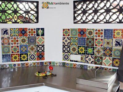 <p>Sommerküche mit mexikanischen Fliesen mit bunten leuchtenden Farben und tollen Mustern in Format 11×11 cm und eine Bordüre mit 5×5 cm Fliesen von Mexambiente</p>