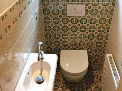 <p>Gäste Toilette mit unseren <strong>Dekorfliesen 11×11 cm</strong> im Premium Qualität aus Mexiko</p>