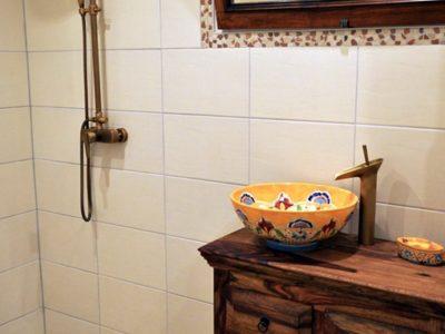 <p>Mexiko-Waschbecken Puebla im rustikalem Bad – Mexambiente Waschbecken MEX3 Puebla (39 cm rund)</p>