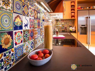 <p>Designfliesen aus Mexiko für die Küche – Format 11×11 von Mexambiente – Handbemalte Keramikfliesen</p>