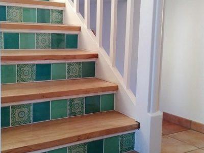 <p>Treppenhaus mit mexikanischen Fliesen</p> <p>Format ca. 11×11 cm Einfarbig und mit Muster von Mexambiente</p>